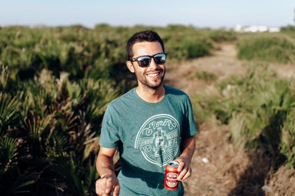 Jose con una cerveza